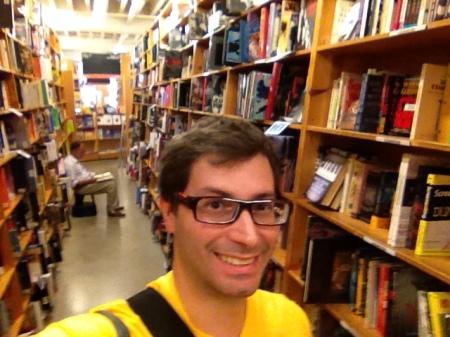A secção de livros de cinema possui um corredor sem fim.